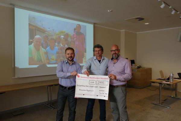 InnoSenT spendet 2000 Euro zur Förderung der Schulbildung in Nepal.